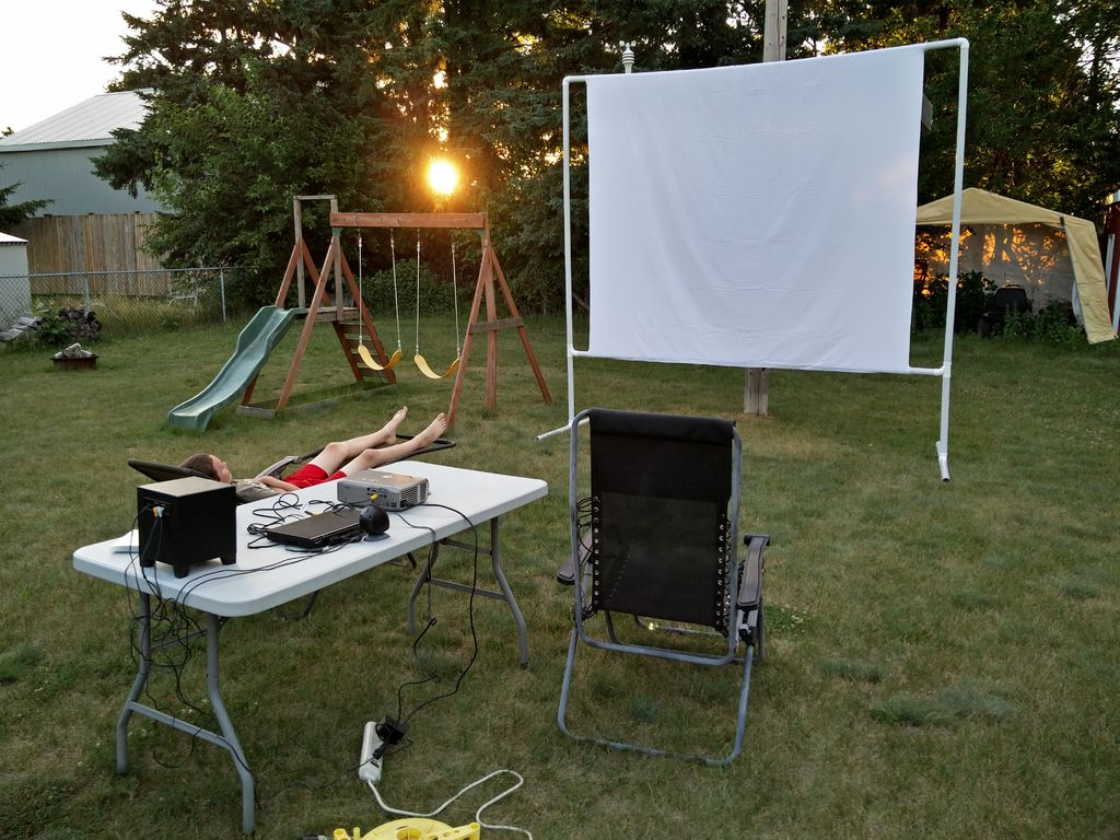 Create A Diy Outdoor Movie Night Stones Superior Homes